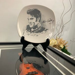 Elvis Presley signatures plate by Betty Harper